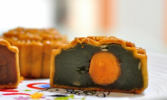 自制月饼健康美味又实惠 做法简单还充满乐趣